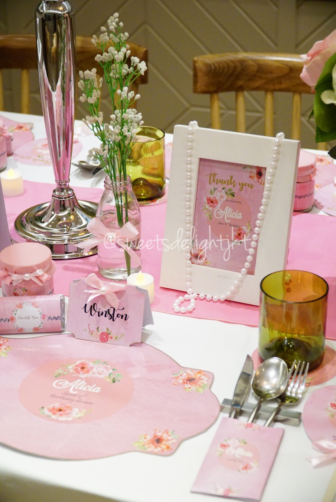 VIP Table Setting Sweet 17th Pink Flowery Themed & VIP Table Setting Sweet 17th Pink Flowery Themed \u2013 Sweets Delight